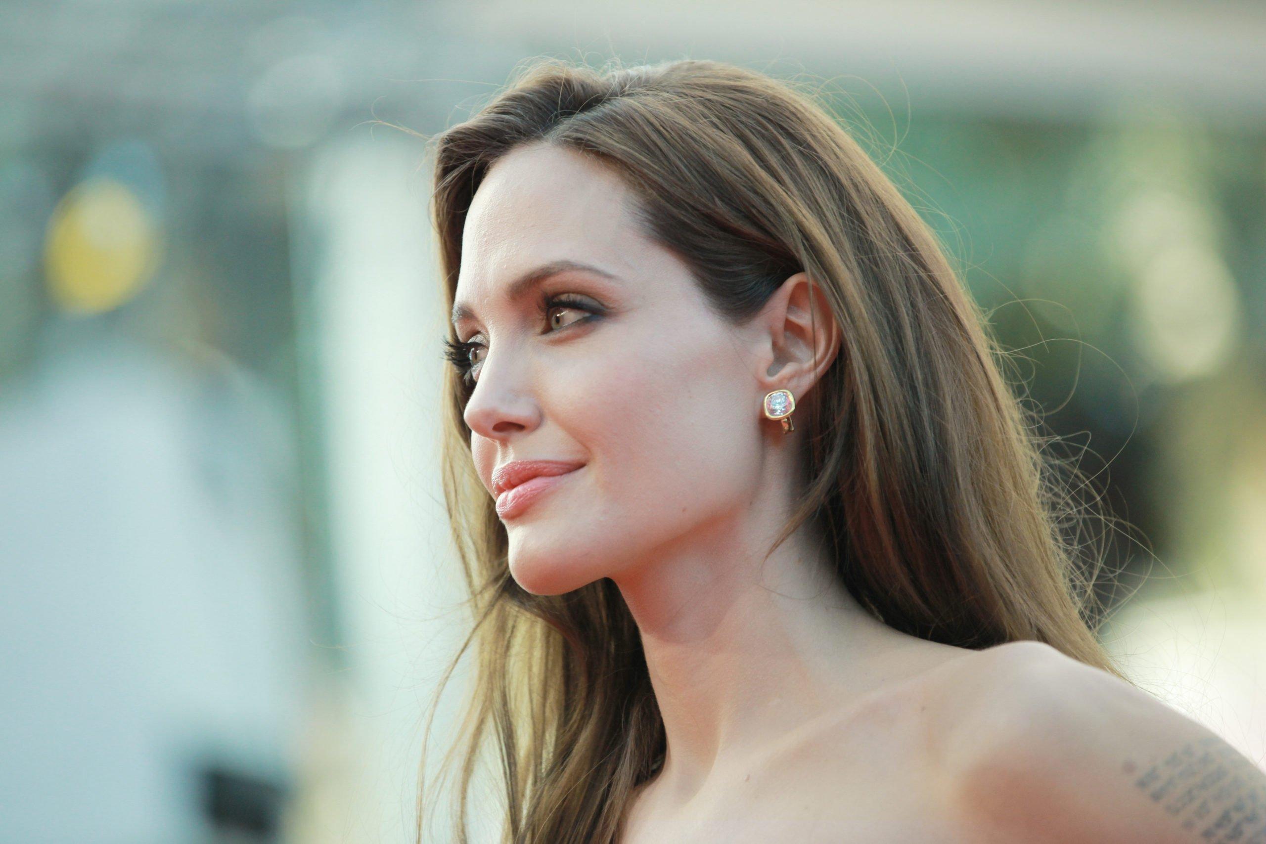 Angelina Jolie gene testing for all?